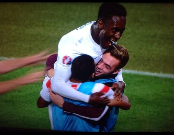 Welbeck celebrating with his 'teammates'